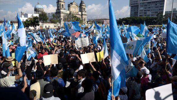Una manifestación contra el presidente de Guatemala, Jimmy Morales - Sputnik Mundo