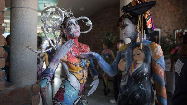 Pintura corporal: los cuerpos se convierten en lienzos en un festival surcoreano - Sputnik Mundo