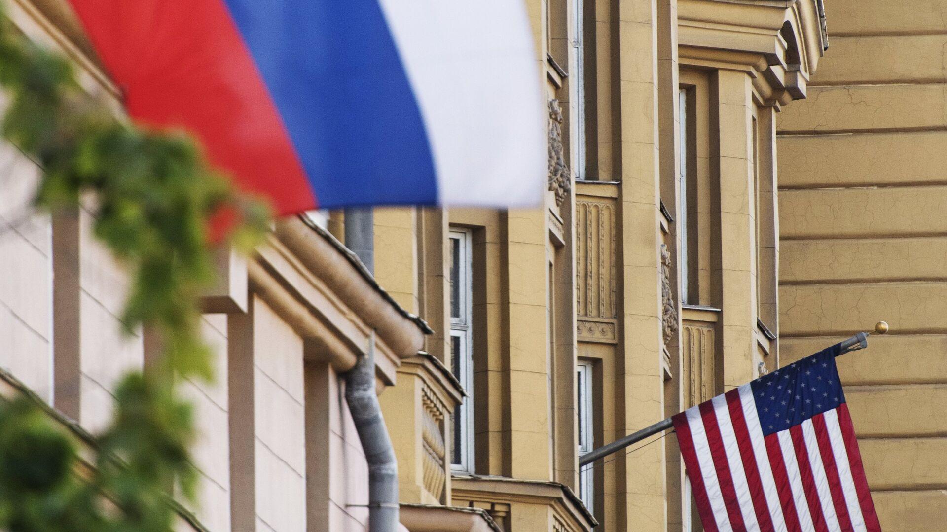 Banderas de Rusia y EEUU - Sputnik Mundo, 1920, 08.04.2021