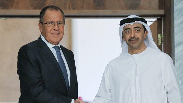 El ministro de Asuntos Exteriores de Rusia, Serguéi Lavrov, y el príncipe heredero de la corona de Abu Dabi, Mohammed bin Zayed Nahyan - Sputnik Mundo