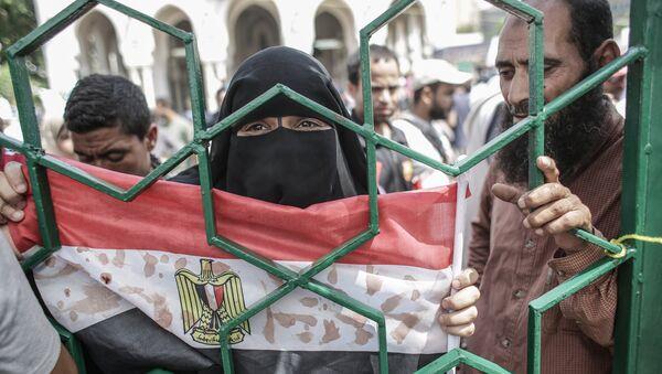 Una mujer con la bandera de Egipto - Sputnik Mundo