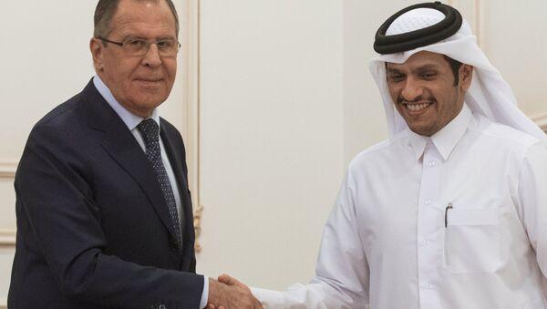 El ministro de Asuntos Exteriores de Rusia, Serguéi Lavrov, y su homologo catarí, Mohammed bin Abdulrahman Thani - Sputnik Mundo