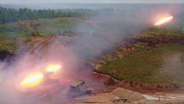 Rusia pone a prueba el sistema de lanzacohetes incendiarios Solntsepiok - Sputnik Mundo