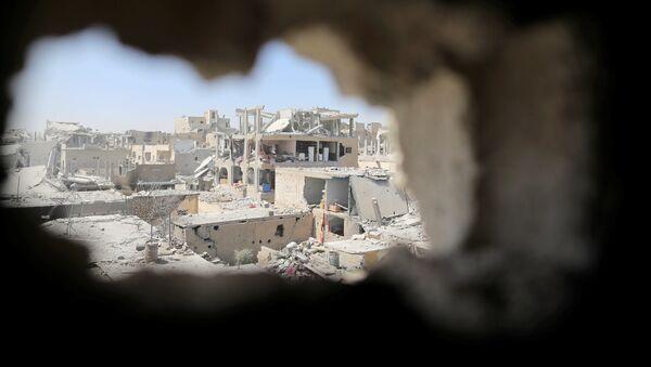 Edificios destruidos en la ciudad de Al Raqa - Sputnik Mundo