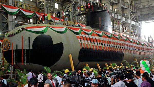 Submarino indio tipo Scorpene es botado en los diques de Bombai, la India, 9 de abril de 2015 - Sputnik Mundo