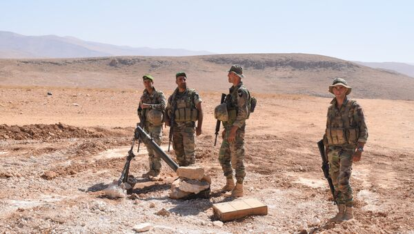 Soldados libaneses custodian la frontera con Siria, para impedir la entrada de grupos radicales - Sputnik Mundo