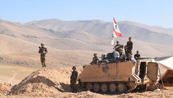 Soldados libaneses custodian la frontera con Siria (archivo) - Sputnik Mundo