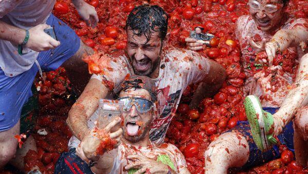 La Tomatina anual en España - Sputnik Mundo