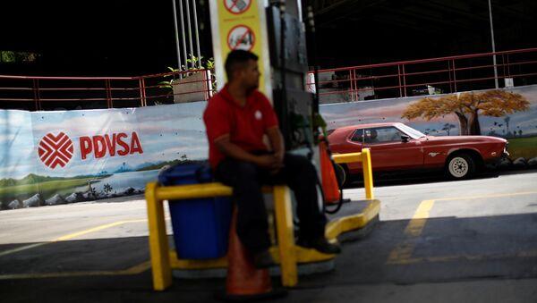 Una estación de gasilona con el logo de Pdvsa en Venezuela - Sputnik Mundo