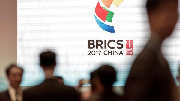El logo de la cumbre de BRICS en China - Sputnik Mundo