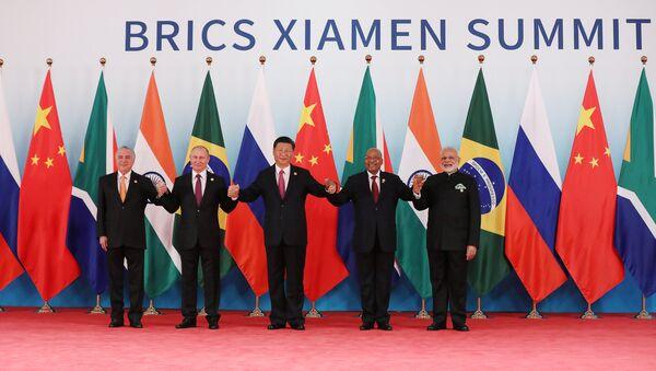 Los líderes de los BRICS: Michel Temer, Vladimir Putin, Xi Jinping, Jacob Zuma y Narendra Modi - Sputnik Mundo