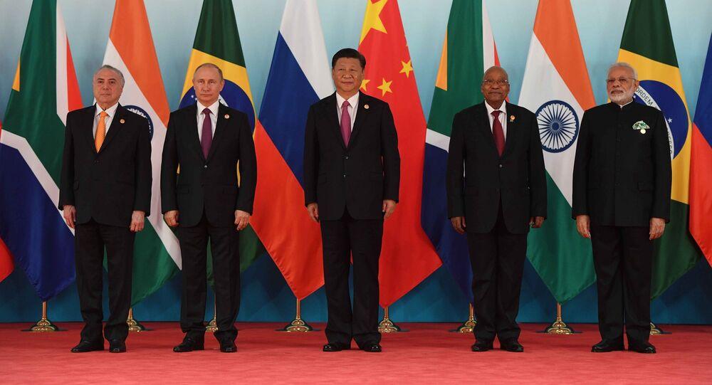 Los líderes de los países de los BRICS durante la IX cumbre del bloque, en China