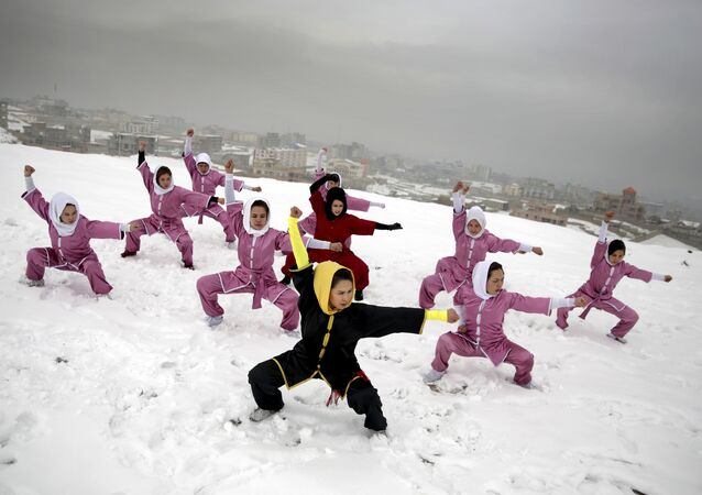 Mujeres afganas, practicando kung-fu