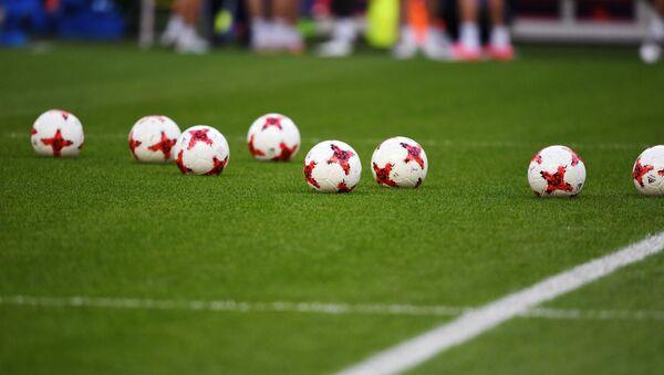 Balones de fútbol (imagen referencial) - Sputnik Mundo