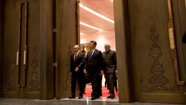 Presidente de Rusia, Vladímir Putin, presidente de China, Xi jinping, y primer ministro de la India, Narendra Modi - Sputnik Mundo