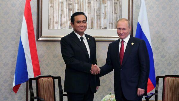 Presidente de Tailandia, Prayut Chan-o-cha, y presidente de Rusia, Vladímir Putin - Sputnik Mundo