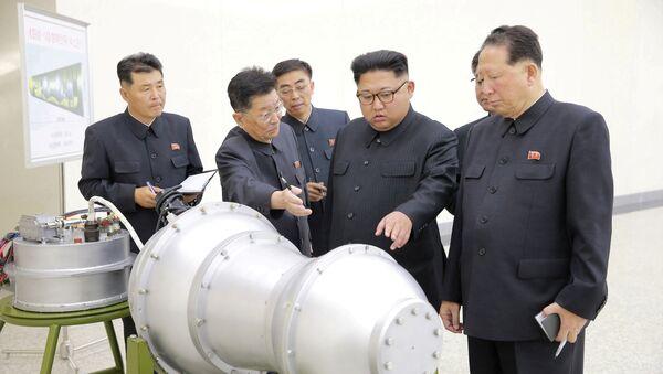 Kim Jong-un, líder norcoreano durante una explicación sobre armas nucleares - Sputnik Mundo