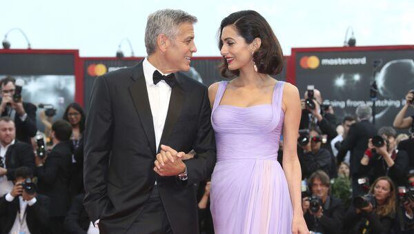 Актер и режиссер Джордж Клуни и его жена Амаль Клуни на 74-ом Венецианском кинофестивале, Италия - Sputnik Mundo