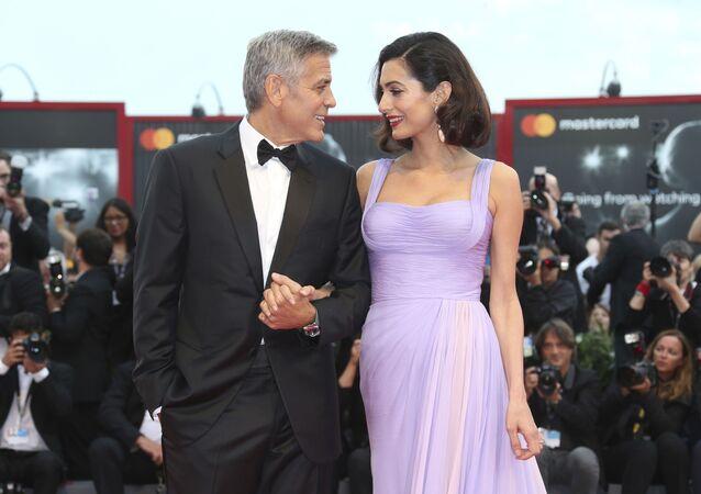El actor estadounidense George Clooney y su esposa, la abogada Amal Clooney