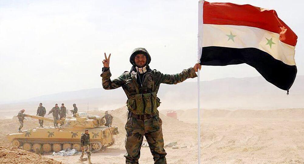 Un soldado del Ejército sirio en Deir Ezzor
