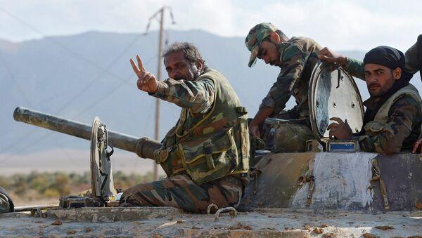Los soldados del Ejército sirio que rompieron el asedio de la ciudad de Deir Ezzor - Sputnik Mundo