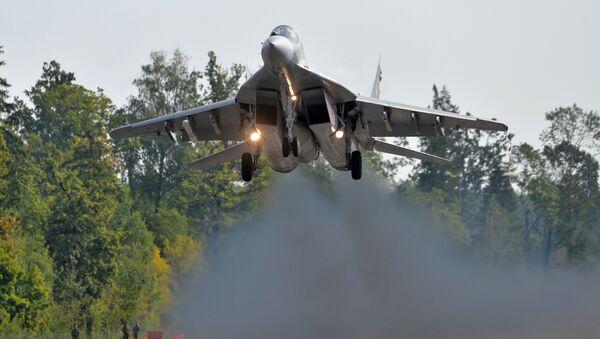 El caza bielorruso MiG-29 durante la preparación para las maniobras Zapad 2017 en Bielorrusia - Sputnik Mundo