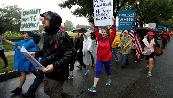 Manifestantes de Charlottesville al llegar a Washington, EEUU - Sputnik Mundo