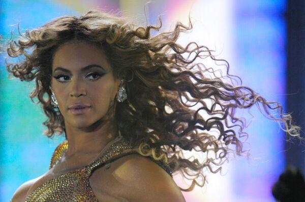 Beyoncé durante una presentación en Moscú - Sputnik Mundo