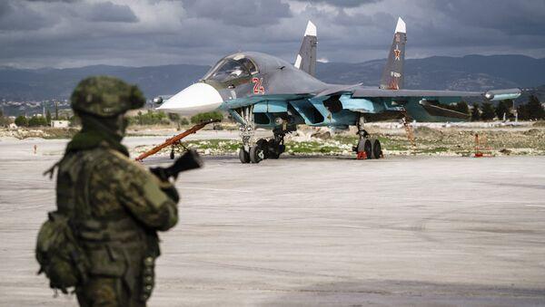 Militar ruso en la base aérea de Hmeimim, Siria (archivo) - Sputnik Mundo