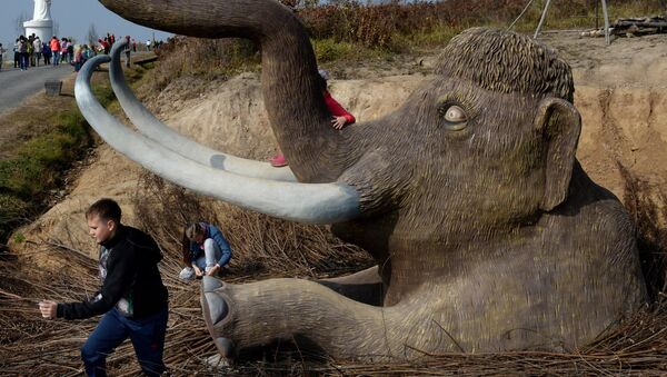 Una escultura de mamut en el Lejano Oriente - Sputnik Mundo