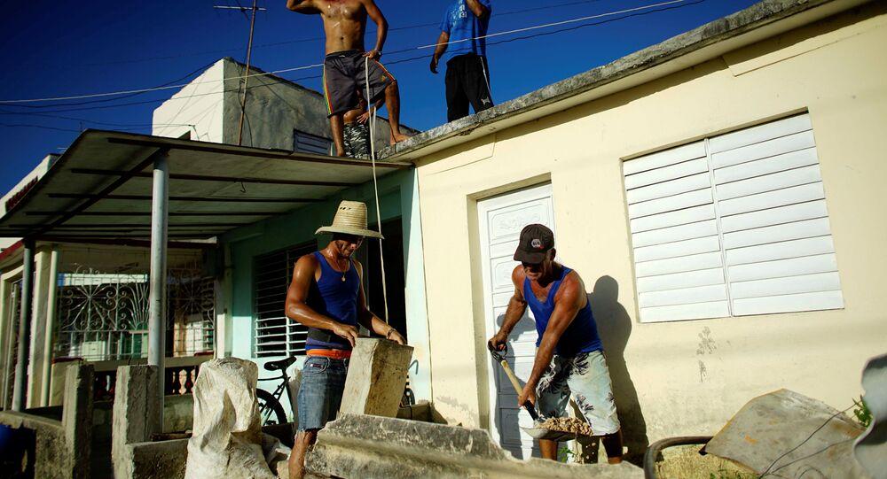 Cubanos preparan para la llegada del huracán Irma