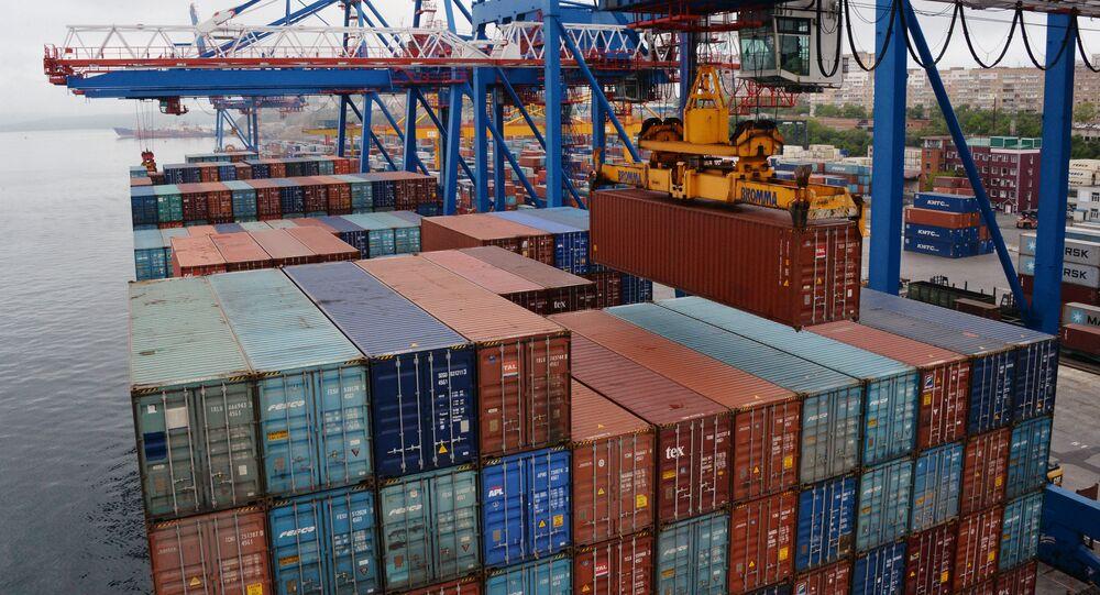 Los contenedores en el puerto de Vladovostok, Rusia (imagen referencial)
