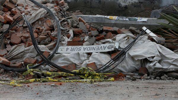 Parte de un muro destruido después de un terremoto en la Ciudad de México - Sputnik Mundo
