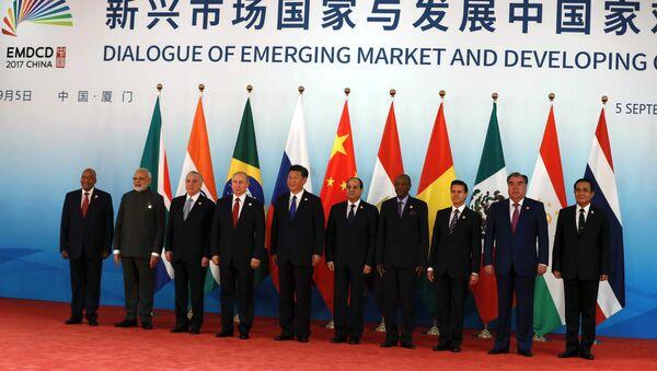Líderes de los BRICS y los países invitados a la IX cumbre del grupo, Xiamen, China, 5 de septiembre de 2017 - Sputnik Mundo