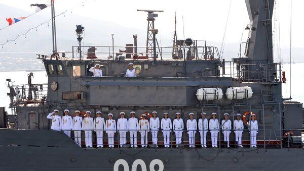 El equipo del dragaminas Vicealmirante Zajarin de la base naval de Novorossiysk  - Sputnik Mundo