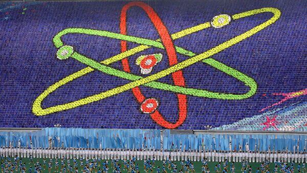 Un símbolo del átomo en un estadio en Pyongyang, Corea del Norte (archivo) - Sputnik Mundo