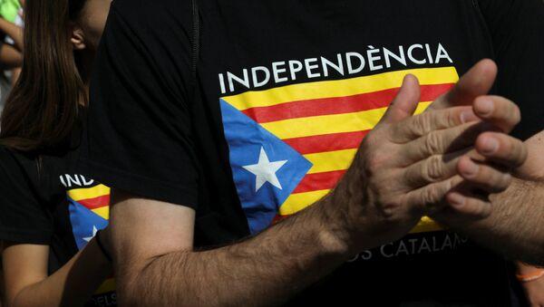 Bandera de Cataluña en una camiseta - Sputnik Mundo