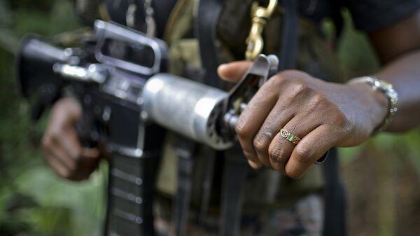 Un combatiente de ELN, Colombia (archivo) - Sputnik Mundo