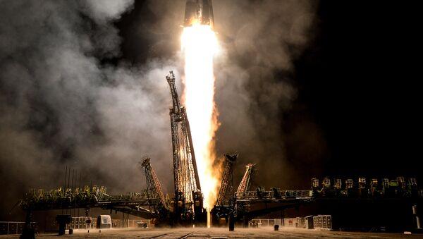 Lanzamiento de la nave espacial tripulada Soyuz MS-06 - Sputnik Mundo