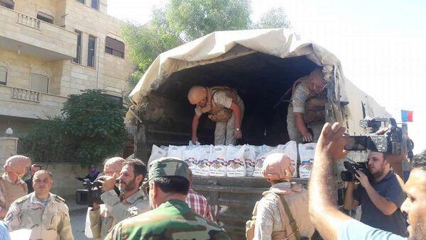La entrega de la ayuda humanitaria rusa a los sirios - Sputnik Mundo