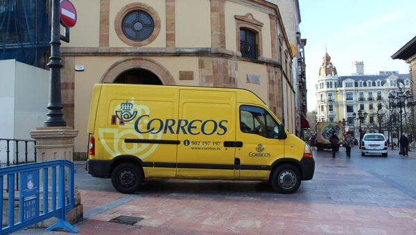 Un vehículo de la empresa estatal de Correos en España - Sputnik Mundo