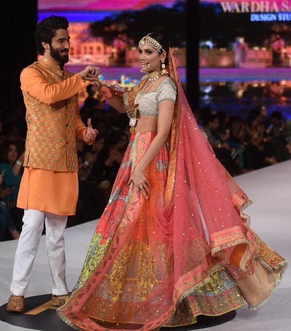 Sensualidad oriental en la Semana de la moda de Pakistán - Sputnik Mundo