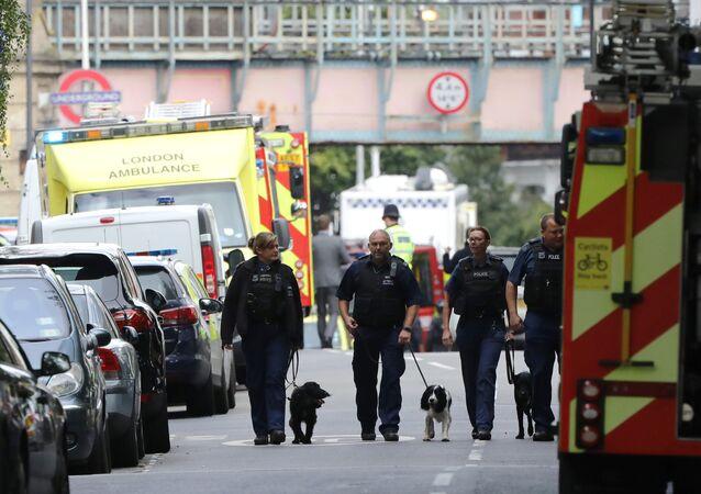Las policías del Reino Unido cerca de la estación Parsons Green en Londres
