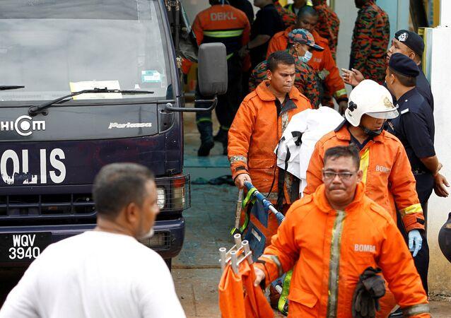 Los bomberos de Malasia cerca del colegio Darul Quran Ittifaqiyah
