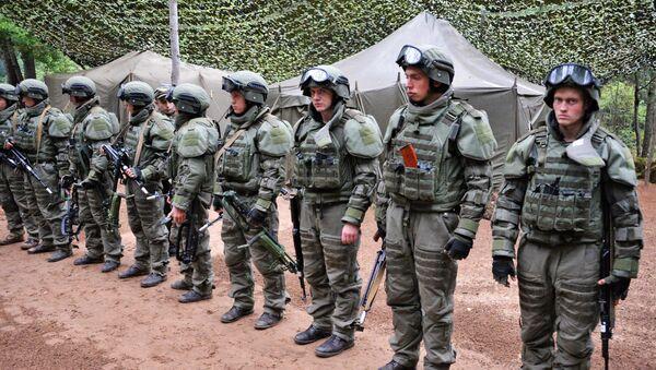 Militares rusos durante la maniobra Zapad 2017 - Sputnik Mundo