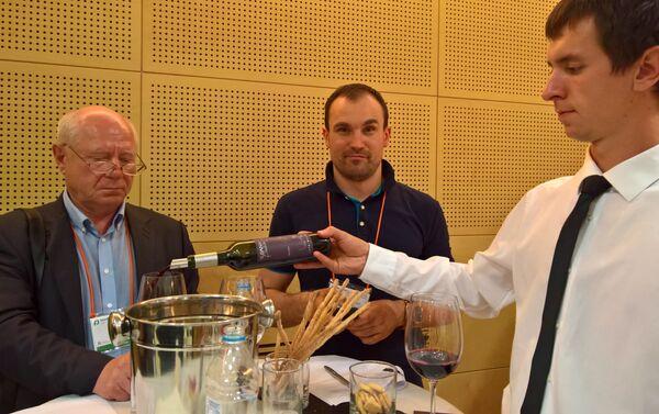 Degustación de vinos Malbec durante la Feria Internacional de Alimentos de Moscú - Sputnik Mundo