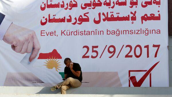 Un cartel con la fecha del refernéndum independista de los kurdos iraquíes - Sputnik Mundo
