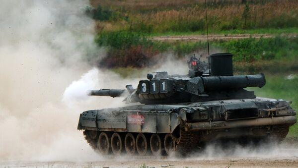 Un tanque T-80 (archivo) - Sputnik Mundo