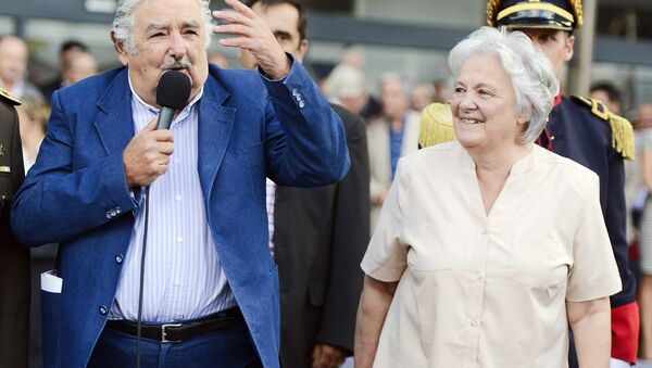 El expresidente de Uruguay, José Mujica, y la vicepresidenta de Uruguay, Lucía Topolansky (archivo) - Sputnik Mundo