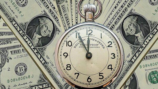Dólares y un reloj - Sputnik Mundo